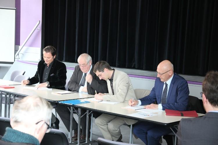 Les 4 signataires : A. Jeanbourquin, Directeur général de la CCI du Doubs - S. Cagnon, Président du Syndicat Mixte du Dessoubre - L. Tessier, Directeur de la délégation de l'Agence de l'eau à Besançon - JM.Binétruy, Président de la communauté de communes du Val de Morteau.